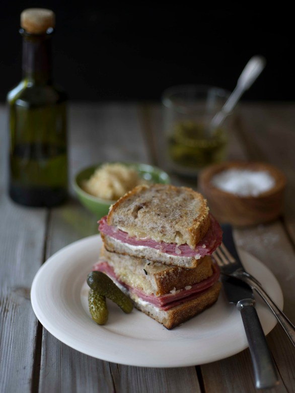 Pastrami sandwich med karamelisert kål